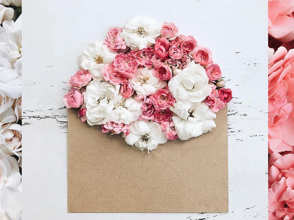 composition de fleurs dans une enveloppe par Anna Remarchuk