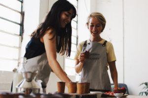 Mathilde et Roxane fondatrice des tasses gourmandes Les petites Françaises